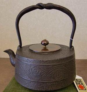 鉄瓶 肩万代形松竹梅1.4L(銅蓋付き)