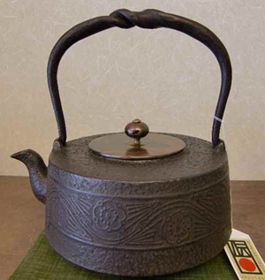 鉄瓶 肩万代形松竹梅1.6L(銅蓋付き)